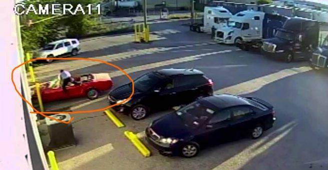 Homem quase quebra seu carro caríssimo